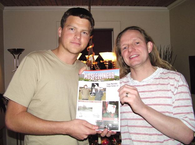 Mynd frá árinu 2005 þegar Hilmar tekur við Mosfellingi og Karl Tómasson stofnandi blaðsins stígur til hliðar.