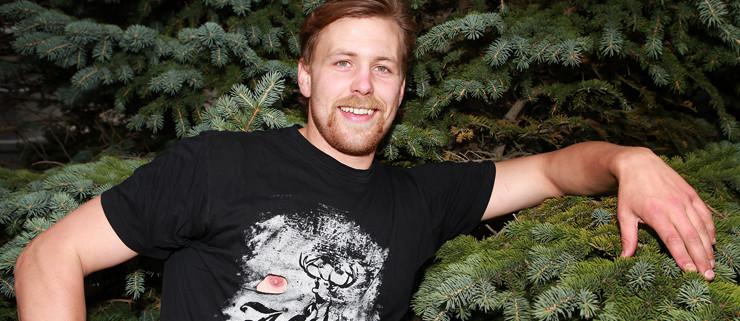 Hér má sjá Þránd frelsa geirvörtuna.