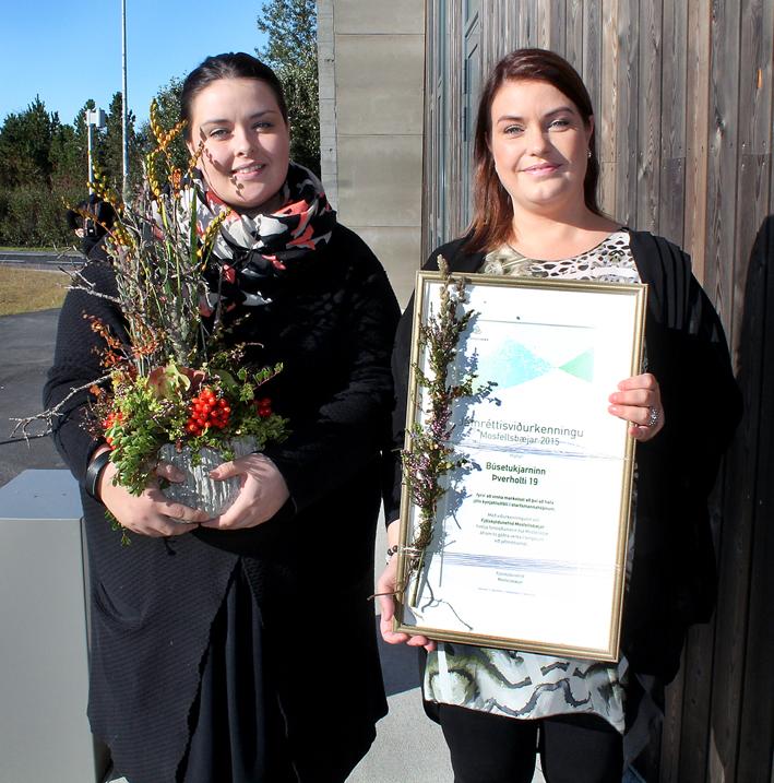 Eva Bryndís og Hólmfríður Dögg með viðurkenninguna.