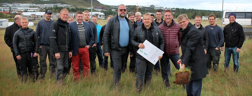 Haraldur Sverrisson tók fyrstu skóflustunguna með þeim MótX-mönnum föstudaginn 11. september.